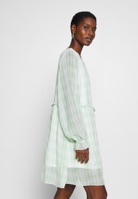 Love Copenhagen - EDWINA DRESS - Kjole - white/green - 4