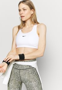 Nike Performance - BRA - Sujetadores deportivos con sujeción media - white/black - 3