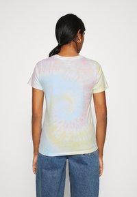 Hollister Co. - TECH CORE - Print T-shirt - dip dye - 2