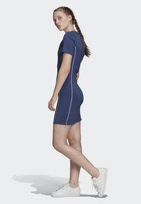 adidas Originals - TEE DRESS - Vestido de tubo - blue - 3
