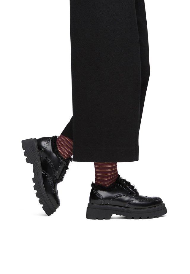 MIT VERZIERUNG KUNSTPELZ - Casual lace-ups - black
