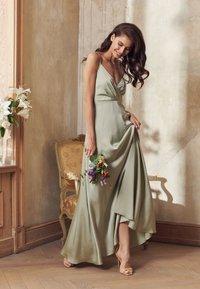 NA-KD - V-NECK FLOWY DRESS - Maxi dress - dusty green - 4