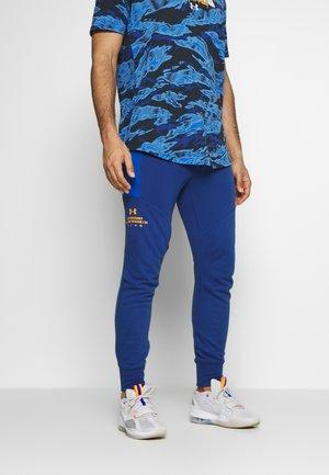 WARMUP PANT - Teplákové kalhoty - american blue/koda orange