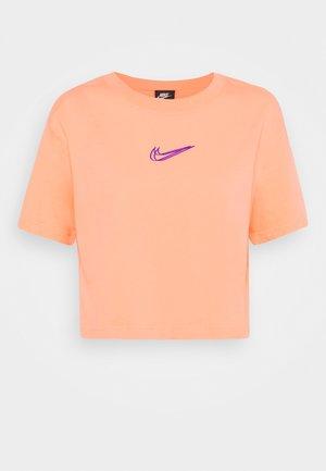 CROP TEE  - T-shirt basique - crimson bliss