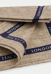 Hackett London - BOARDER SELVEDGE HANK - Scarf - stone - 1