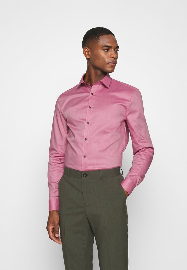 No. 6 - Koszula biznesowa - rosenholz