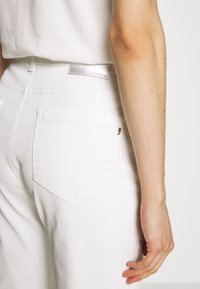 comma - Jeans Skinny Fit - white - 5