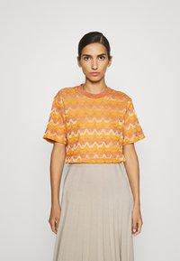 M Missoni - Print T-shirt - pumpkin - 0