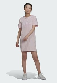 adidas Originals - ORIGINALS TREFOIL MOMENTS DRESS LOOSE - Vestido ligero - pink - 1