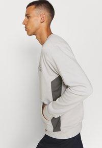 Columbia - MINAM RIVERCREW - Sweatshirt - nimbus grey heather/city grey - 3