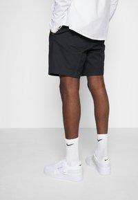 Nike Sportswear - AF1-TYPE SP20 - Sneakersy niskie - white/black - 0