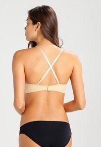 MAGIC Bodyfashion - V BRA - Multiway / Strapless bra - skin - 4
