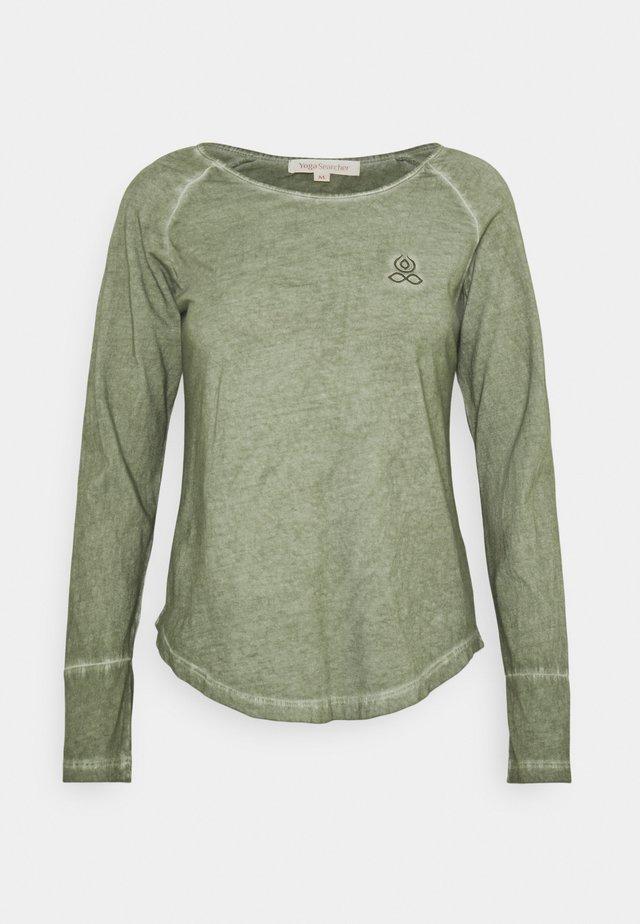 NIKARA - Långärmad tröja - tilleul