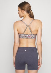 Cotton On Body - WORKOUT YOGA CROP - Sujetador deportivo - steely shadow - 2