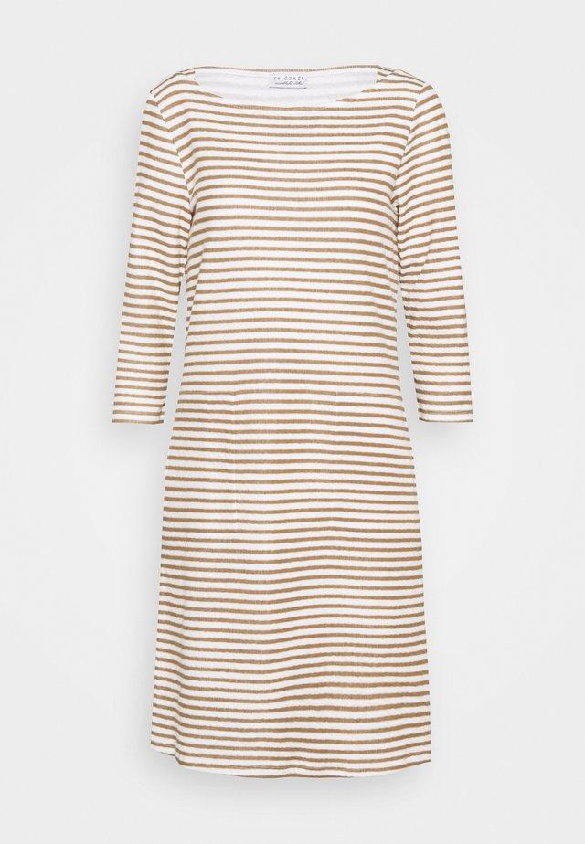 STRIPED DRESS - Sukienka z dżerseju - tobacco