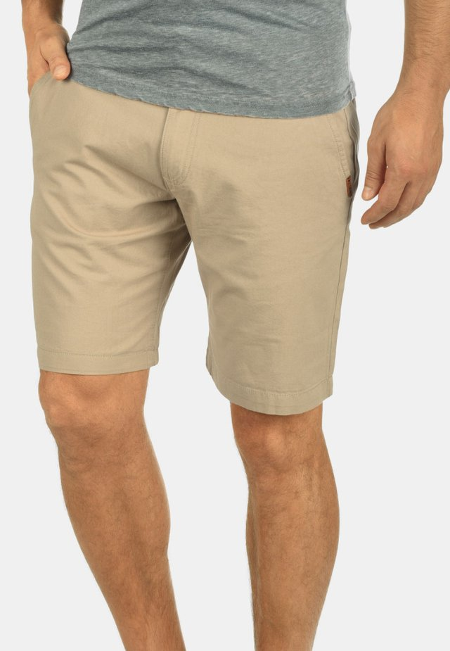 CHINOSHORTS THEMENT - Shorts - dune