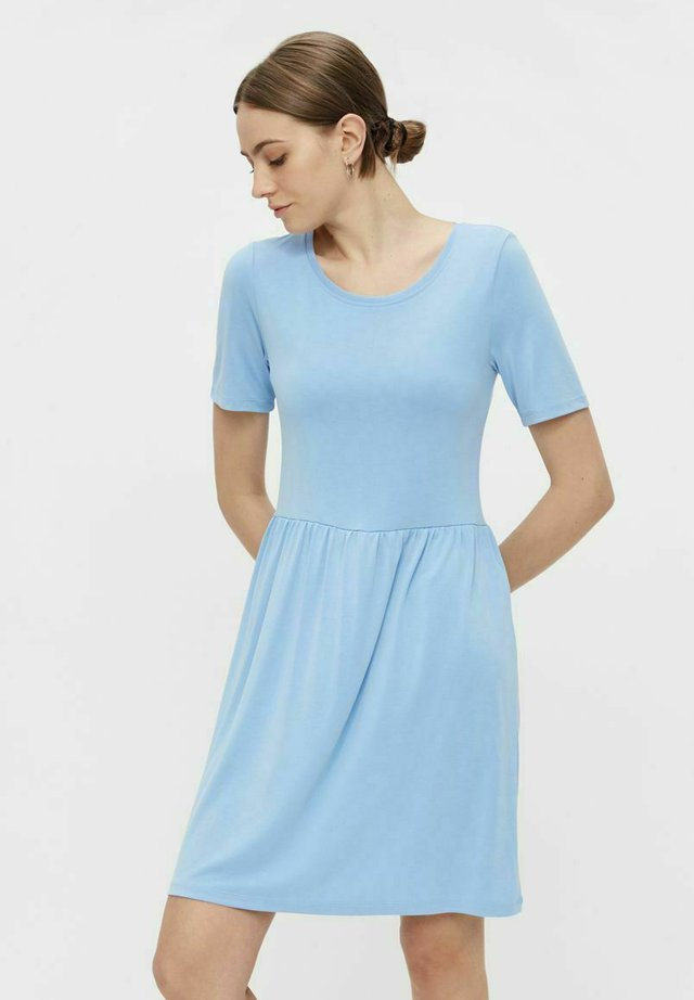 PCKAMALA - Sukienka z dżerseju - little boy blue