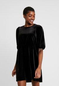 Monki - TIBBY DRESS - Robe d'été - black dark - 0