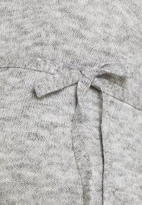 MAMALICIOUS - MLANNE - Sweter - light grey melange - 2