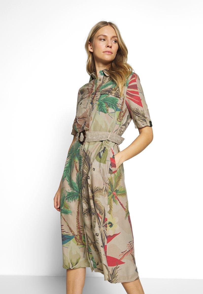 Desigual - VEST KATE - Košilové šaty - beige safari