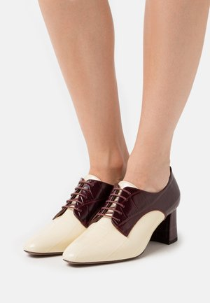 HEELED OXFORD - Ankle boots - milk/burgundy