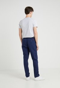 Polo Ralph Lauren - CLASSIC TAPERED FIT PREPSTER - Chinos - newport navy - 2