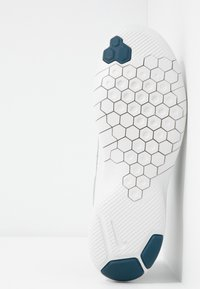 Nike Performance - FLEX EXPERIENCE RN  - Minimalist running shoes - atmosphere grey/blue force/off noir/platinum tint - 4