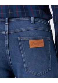 Wrangler - GREENSBORO - Straight leg jeans - blue - 4
