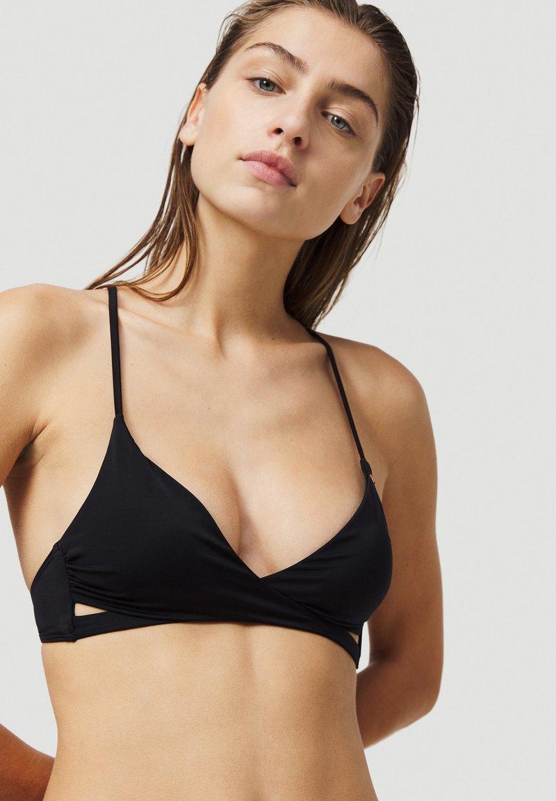 O'Neill - BAAY MIX - Bikini top - black