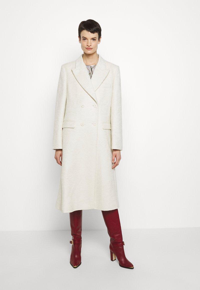 Alberta Ferretti - CAPOSPALLA LUNGO - Cappotto classico - off-white