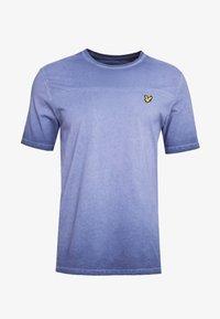 Lyle & Scott - OMBRE T-SHIRT - T-shirt med print - navy - 3