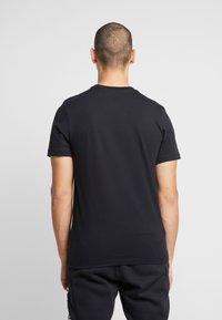 Nike Sportswear - AIR TEE - T-shirt con stampa - black/university red - 2
