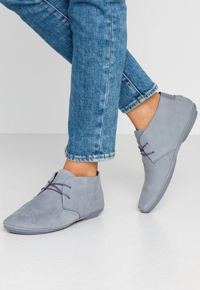 RIGHT NINA - Sznurowane obuwie sportowe - medium gray