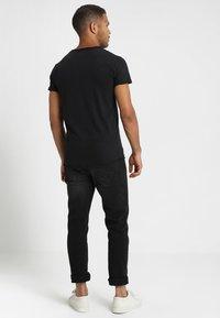 INDICODE JEANS - ALAIN - T-shirt - bas - black - 2