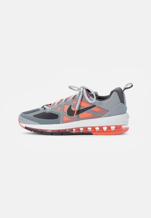 AIR MAX GENOME - Tenisky - smoke grey/iron grey mango-summit white-grey