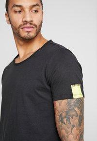Replay - T-shirt basic - black - 4