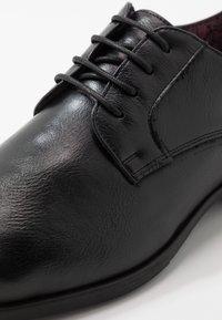 Madden by Steve Madden - YENNIT - Smart lace-ups - black - 5