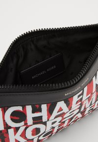 Michael Kors - FASHION ACCESSORIES TRAVEL POUCH - Trousse - black/red - 2