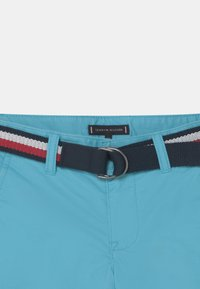 Tommy Hilfiger - ESSENTIAL BELTED - Kraťasy - bluefish - 2