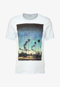 Burton Menswear London - CITY PLACEMENT GRAPHIC ECHO LIGHT  - Print T-shirt - blue - 3