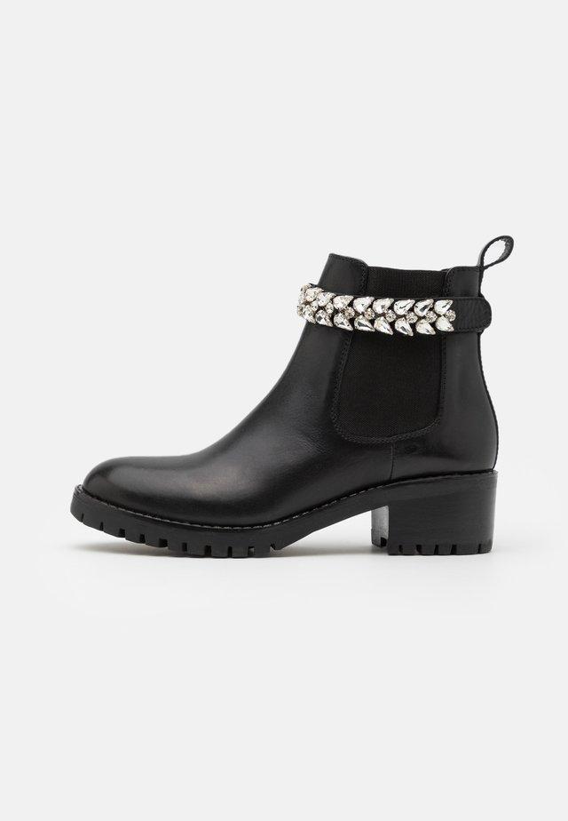 KAMILA - Korte laarzen - noir
