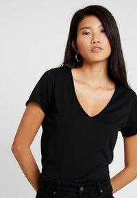 AllSaints - EMELYN TONIC TEE - T-shirts basic - jet black - 4