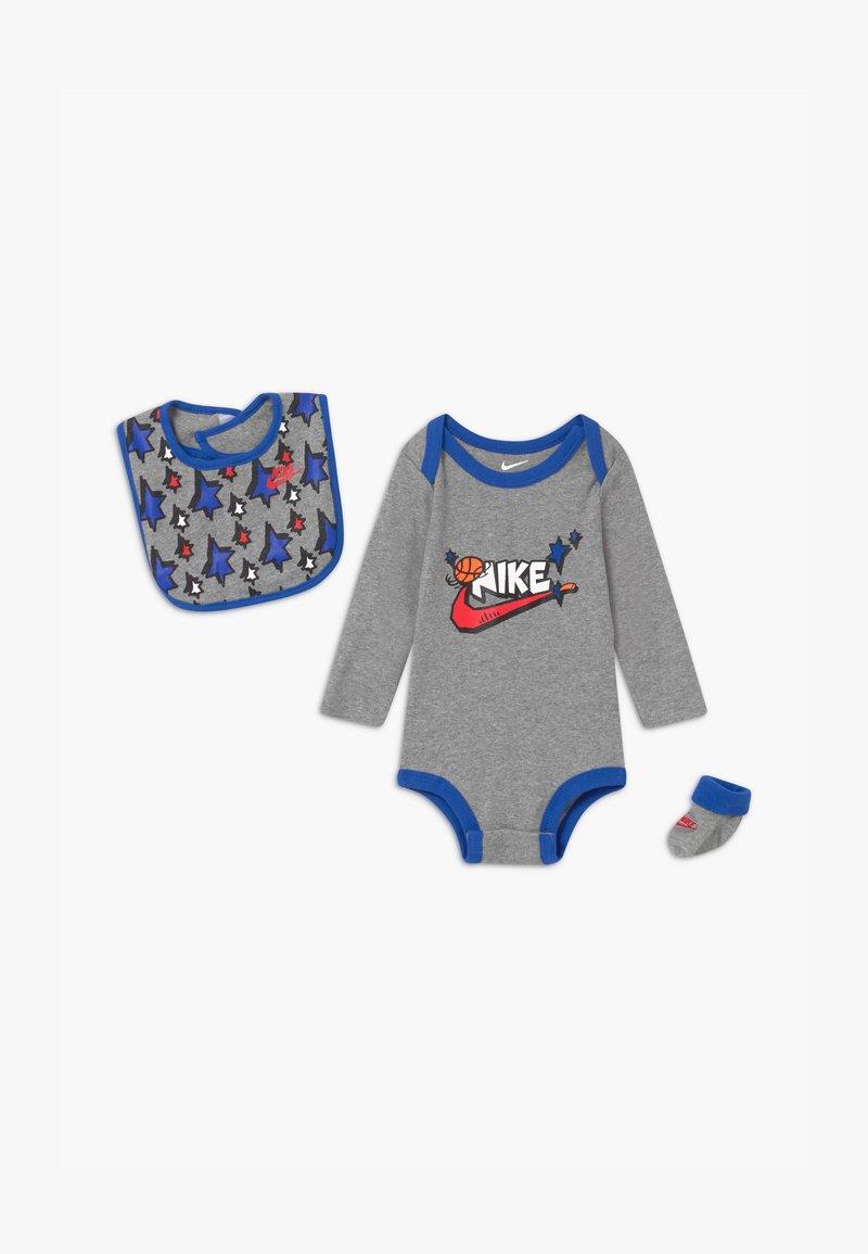 Nike Sportswear - SPORT FUTURA UNISEX SET - Dárky pro nejmenší - grey