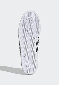 adidas Originals - SUPERSTAR - Tenisky - ftwr white/core black/scarlet - 4