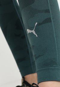 Puma - EVOKNIT SEAMLESS LEGGINGS - Tights - ponderosa pine - 6