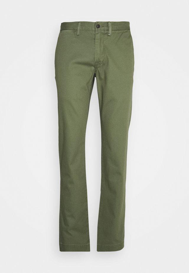 BEDFORD PANT - Pantalones chinos - army olive