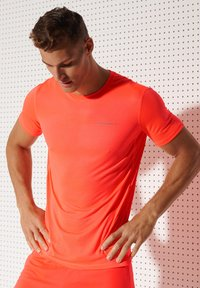 Superdry - ACTIVE - Sports shirt - neon red - 1