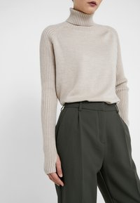 Bruuns Bazaar - CINDY DAGNY PANT - Pantalon classique - deep forest - 3