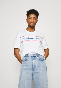 Reebok Classic - LINEAR TEE - Print T-shirt - chalk - 0