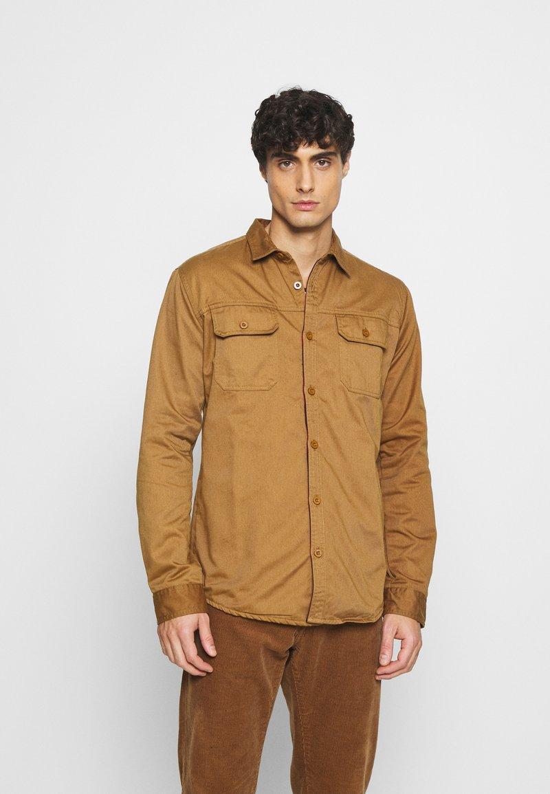 INDICODE JEANS - BORDEN - Shirt - braun